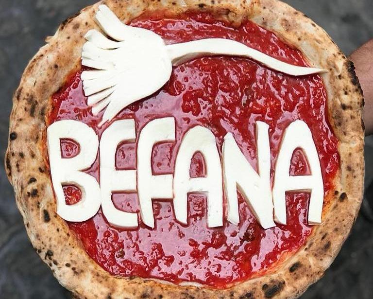 La pizza realizzata da Gino Sorbillo per festeggiare il giorno dell'Epifania