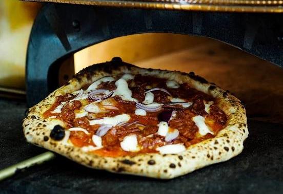 Pizzeria Luca – Cipolla e Salame Piccante